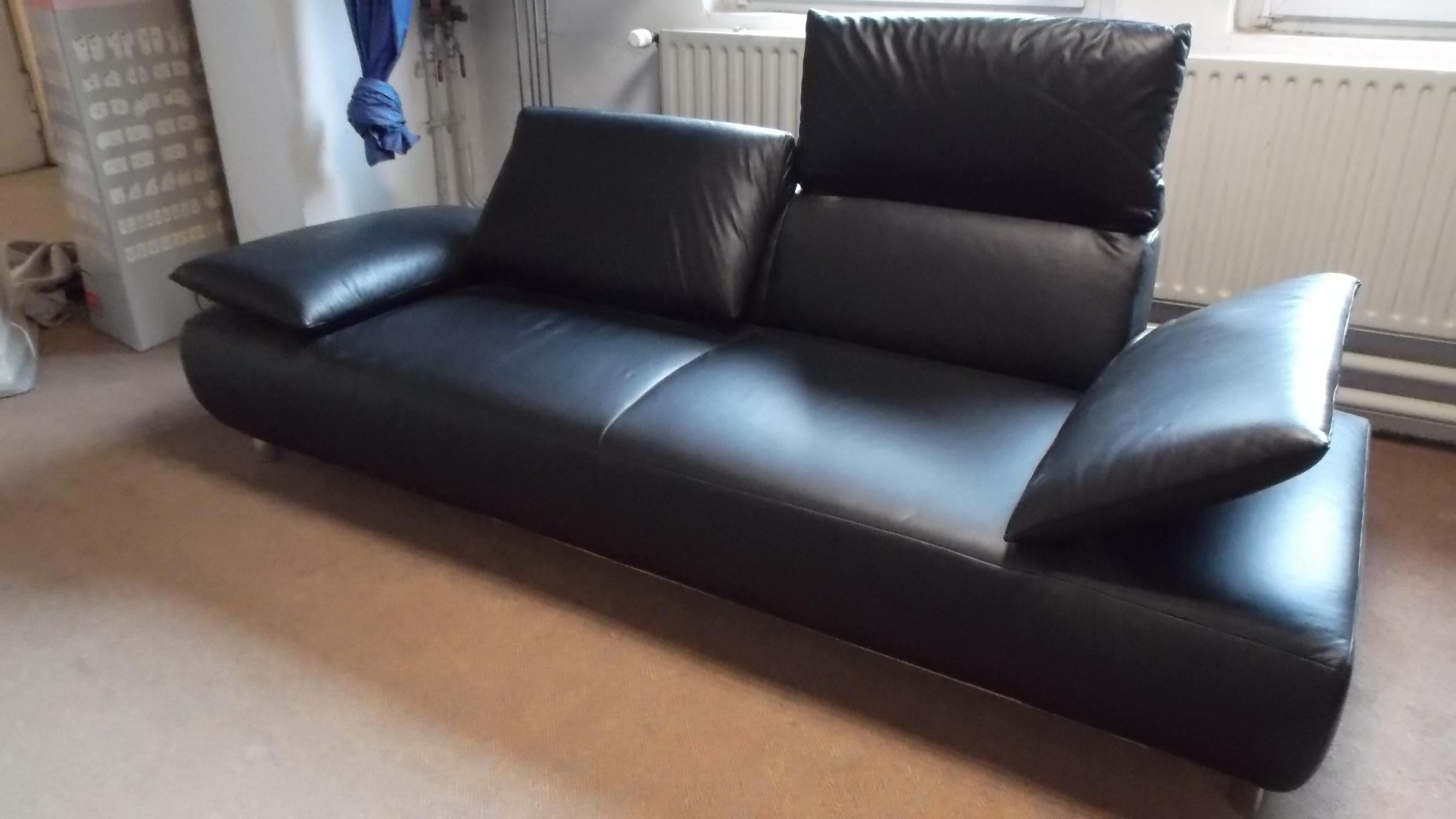 ausstellungsst cke volare edles 2 sofa mit kopfteil und armteilverstellung. Black Bedroom Furniture Sets. Home Design Ideas
